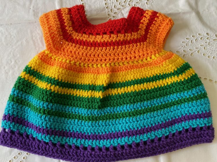 Regenbogen-Kleidchen